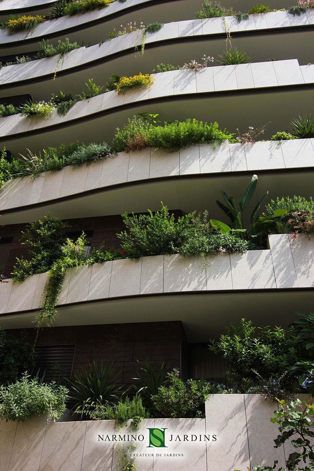 Façade et jardinières en Principauté de Monaco immeuble la Petite Afrique