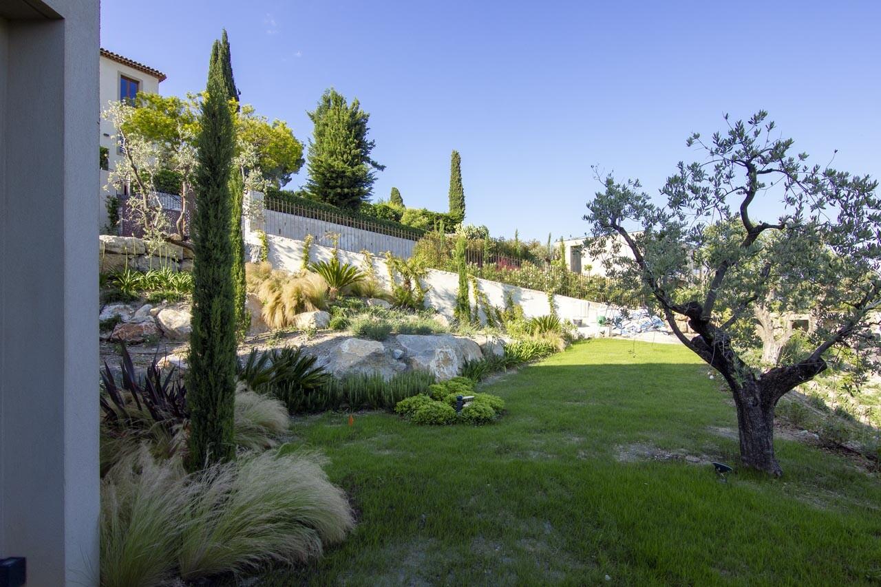 Création des jardins de trois villas contemporaines à Nice