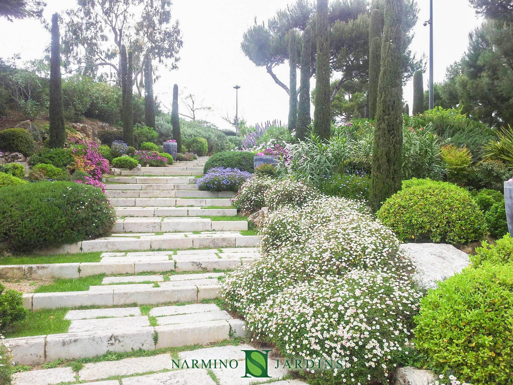 Entretien paysager d'un jardin sur la Côte d'Azur
