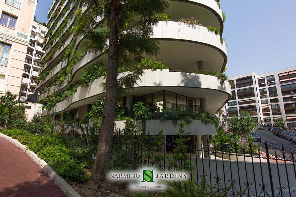 Façade et jardinières par Narmino Jardins immeuble la Petite Afrique