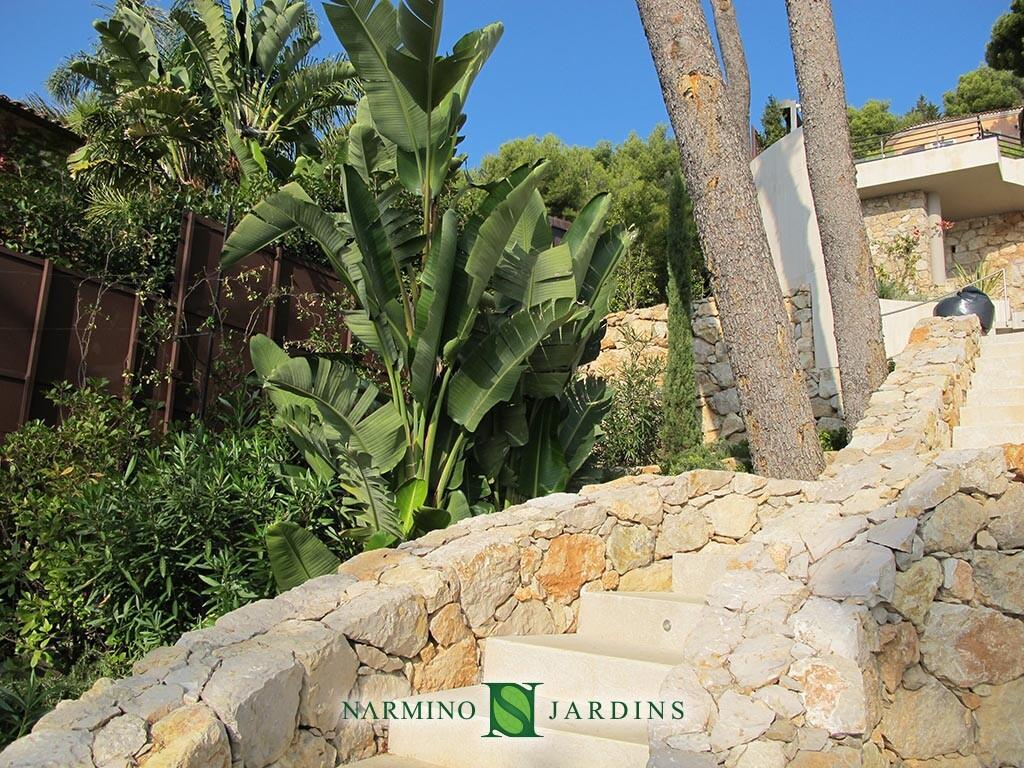 Jardin et pelouses proche de Beaulieu sur Mer par Narmino Jardins