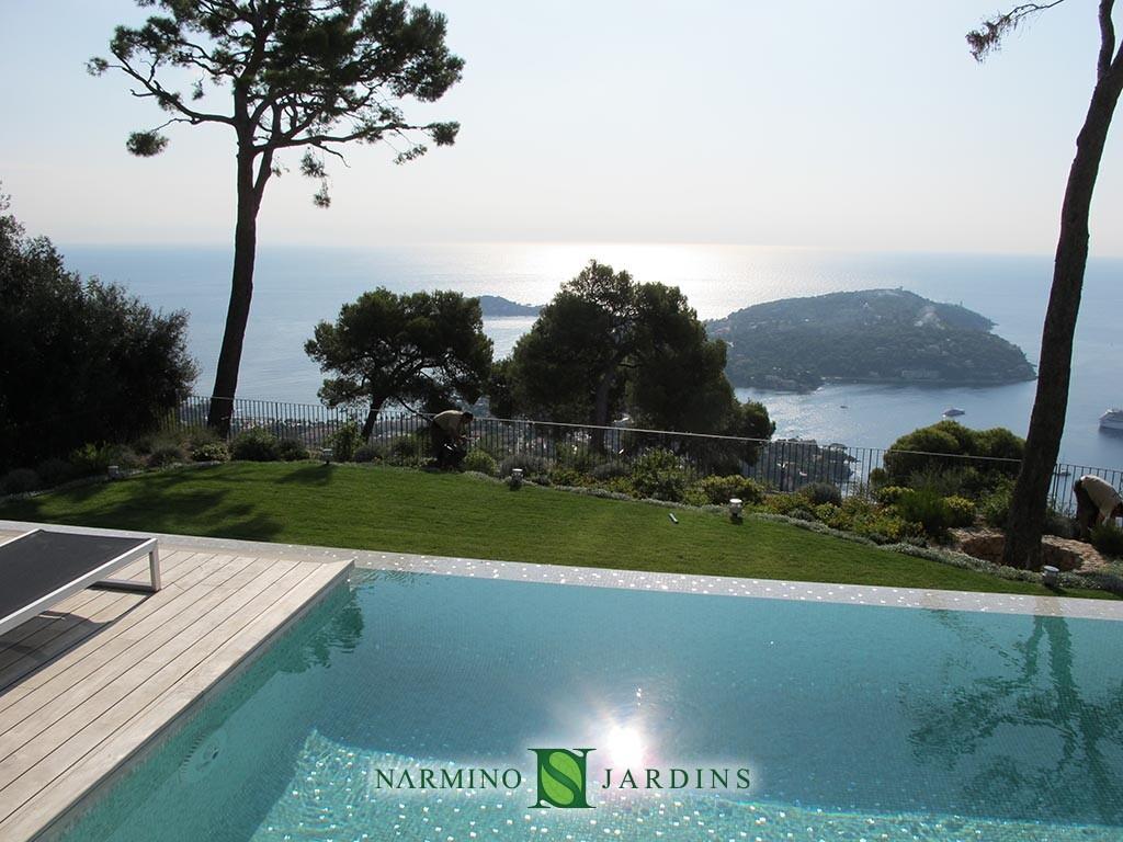 Une vue splendide sur un jardin au Cap Ferrat