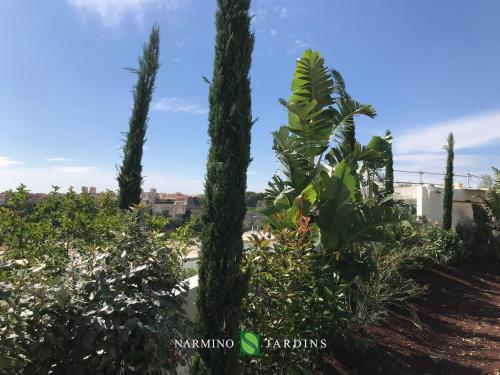 Un grand merci à nos jardiniers pour ce beau travail paysager