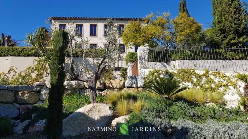 La bastide et son jardin