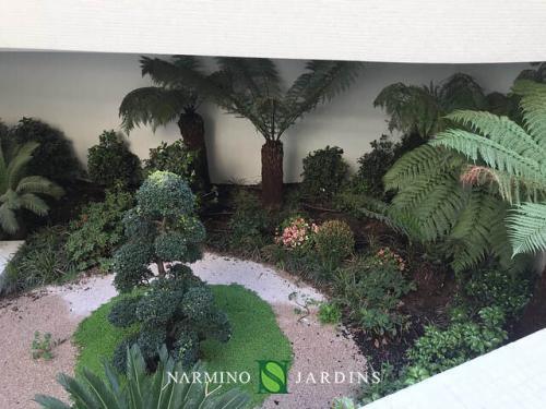 Un petit jardin dans cette construction nouvelle